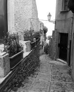 steffisays-sicily-erice-cobbled-streets-bw